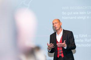 Kennt sich aus mit Innovationen: Dr. Stephan von den Eichen hält bundesweit Vorträge und inspiriert mit seinen Ideen.