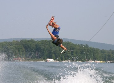 Wakeboarder in Aktion.