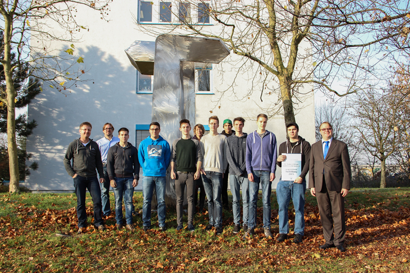 Das gesamte Ausbildungsteam mit Ivo Runge (rechts außen) von der IHK Karlsruhe.