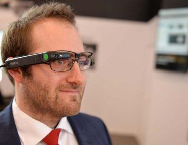 Kommissionierung mit der Datenbrille und RFID: Smart Industry nimmt Gestalt an.