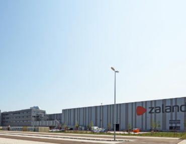 Zalando in Lahr-Deutschland setzt, wie bei anderen Distributionszentren, auf die Materialflusssteuerung von Dr. Thomas + Partner (TUP)