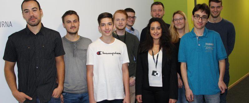 Ausbildungsstart 2018 bei TUP: Neben den drei künftigen Fachinformatikern arbeiten zwei Werksstudenten und ein Praktikant bei der Software-Manufaktur mit.