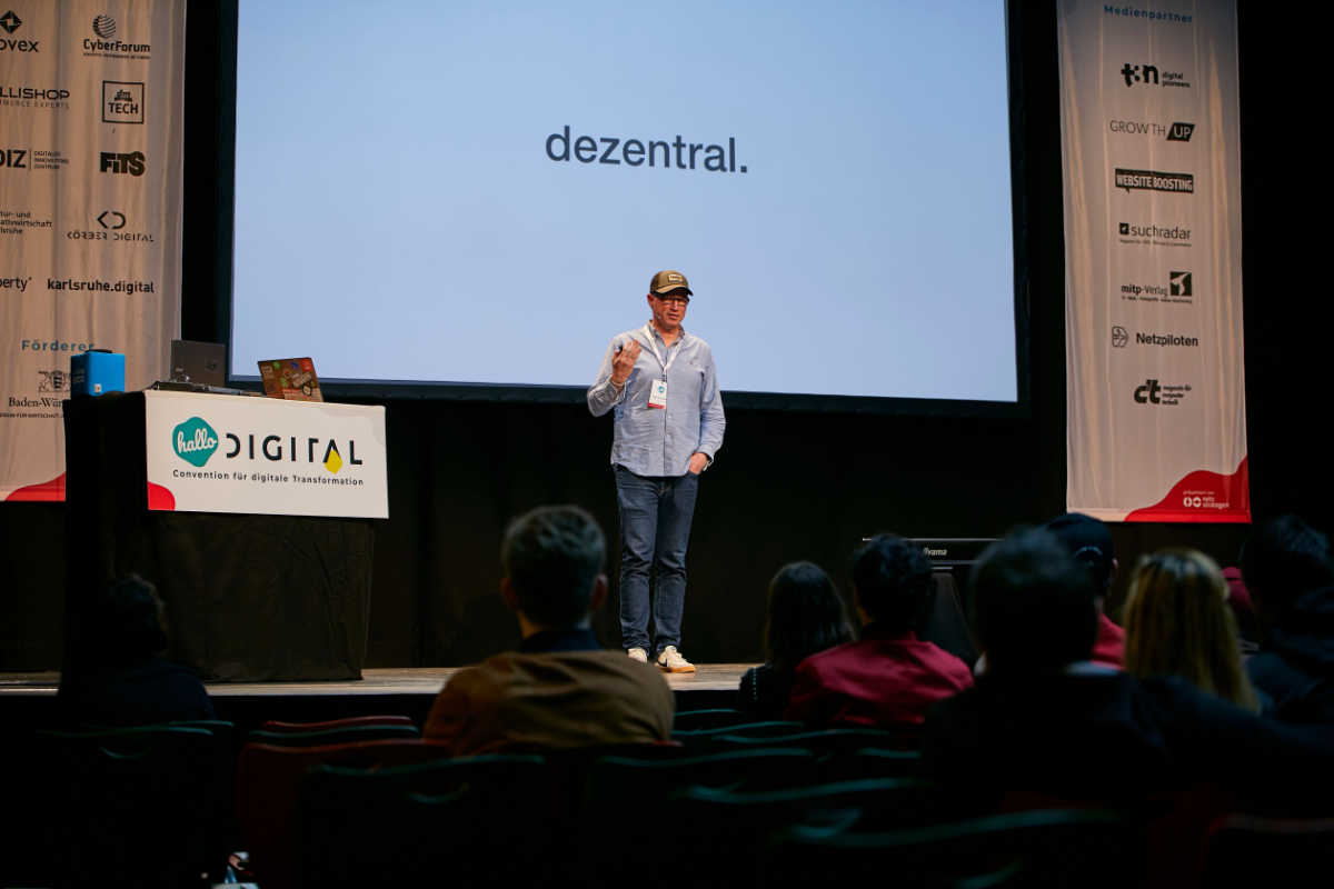 Nico Lumma auf der hallo.digital in Karlsruhe: Ich will ein dezentrales Internet.